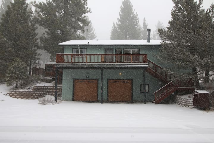 Spacious, Secluded, South Lake Tahoe Winter Home!