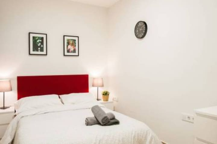 PR2# Cozy room in the heart of Barcelona A/C