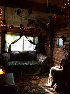 Tiny Enchanted Forest Bedroom - Cabin