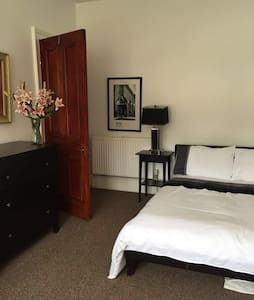 luxury accommodation near West End Room 2 - Glasgow