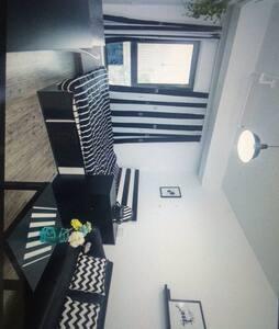 房間均高配寘含很多居家元素 - 新北市