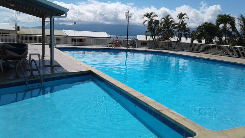 Studio et piscine à la Marina vue mer imprenable