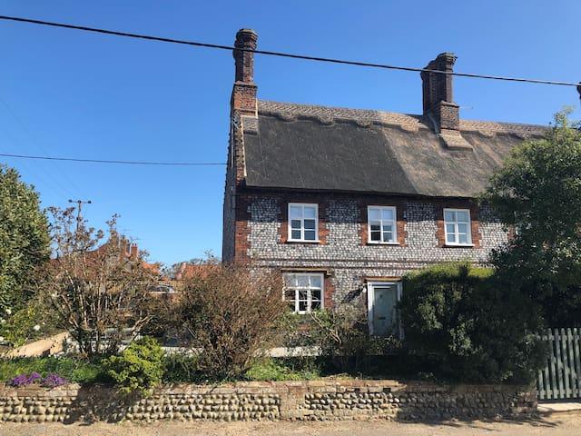 Sand Stone Cottage, coastal property, dog friendly