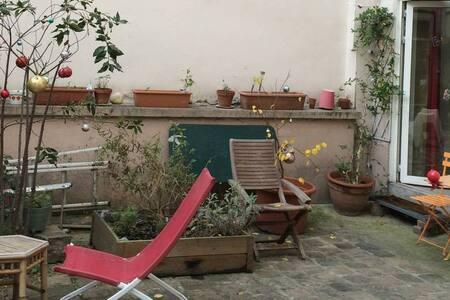 Loft atypique, très calme, sur cour aménagée - París