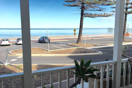 Stylish Esplanade Beach House - Henley Beach