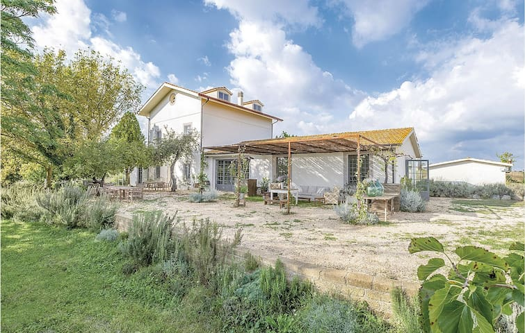 Holiday cottage with 6 bedrooms on 400m² in Nepi VT