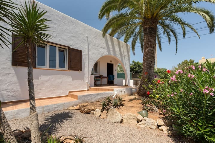 Charming small house with AC 14m to ibiza no WiFi