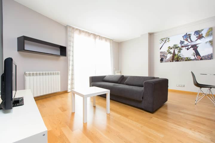 MONTHLY great 1 bedroom steps from Plaza Cataluña