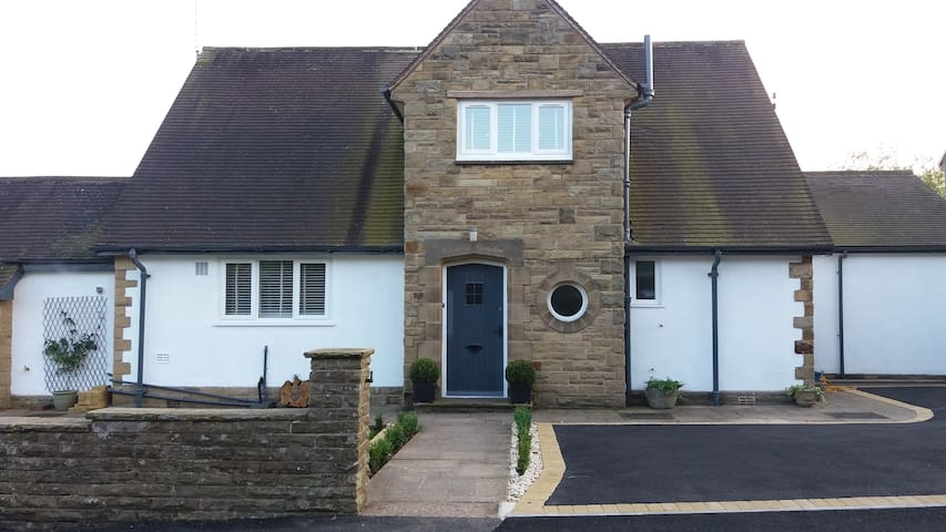 Cotswold bungalow,Dore - Sheffield - House
