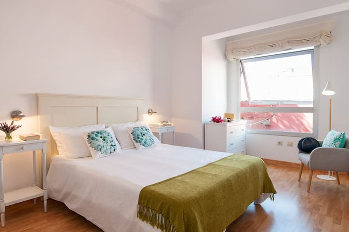 Flatguest Triana + Urban + Cosy + WiFi