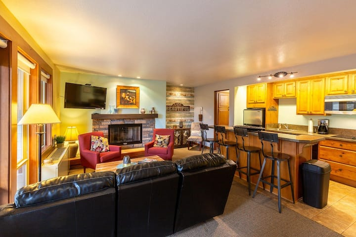 Great 1BR Condo - Closest Lodging to Mt. Bachelor!