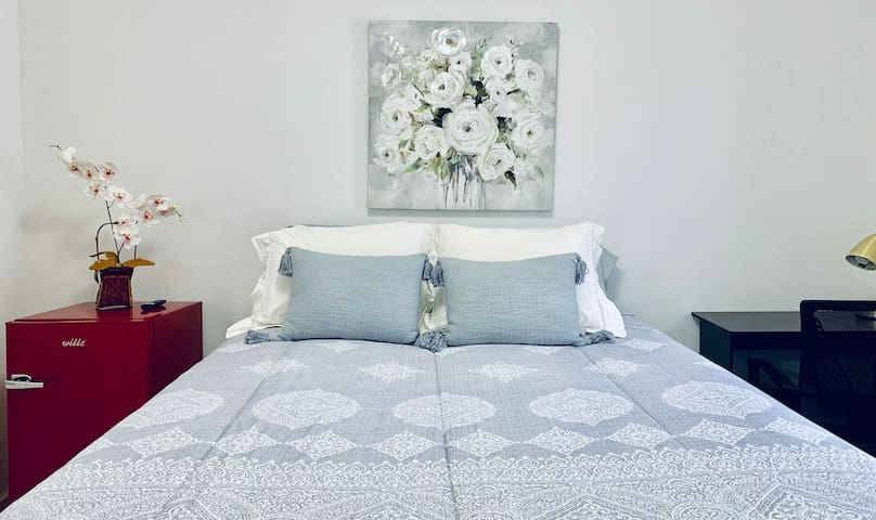 Condo Room #3 NEAR NYC/NEWARK AIRPORT/OUTLET MALL