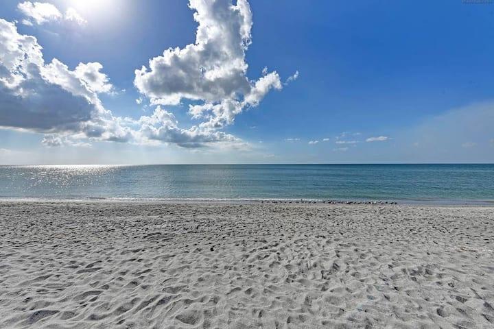 Venice Island, a few minutes walk to the Beach