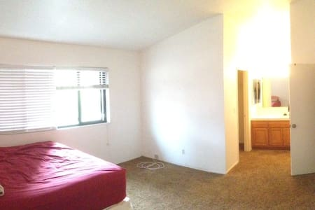 Room in 3 bedroom near beach! - Costa Mesa