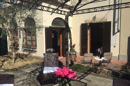 Wonderful Villa near Florence - Lastra a Signa - Rumah