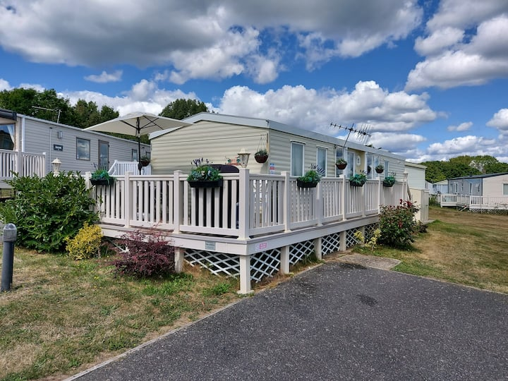 Beautifully renovated caravan near to Cowes