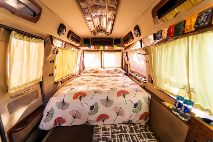 Glamp In a Cozy Spacious Camper Van In NYC!