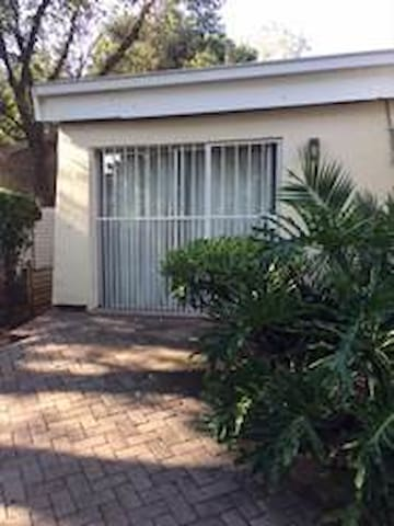 1BR Granny Flat - Self catering with WIFI & DSTV