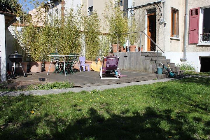 Grande maison familiale proche de Paris, prox. RER - Gagny - House