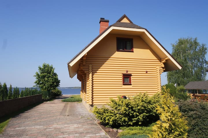 Wooden house by the lake with a sauna - Priedkalne