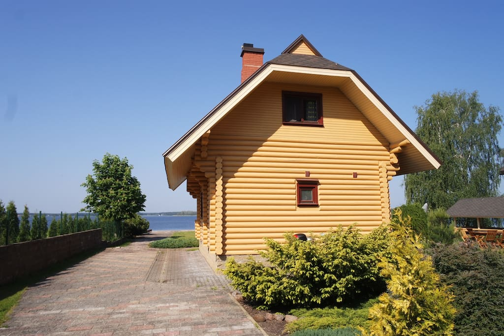 Wooden House By The Lake With A Sauna Cottages For Rent