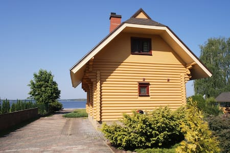 Wooden house by the lake with a sauna - Priedkalne - Pondok alam