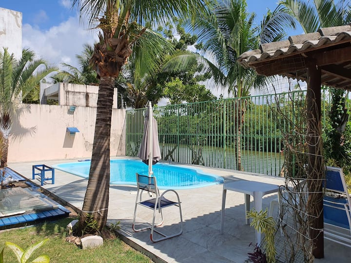 Casa completa em Buraquinho com piscina