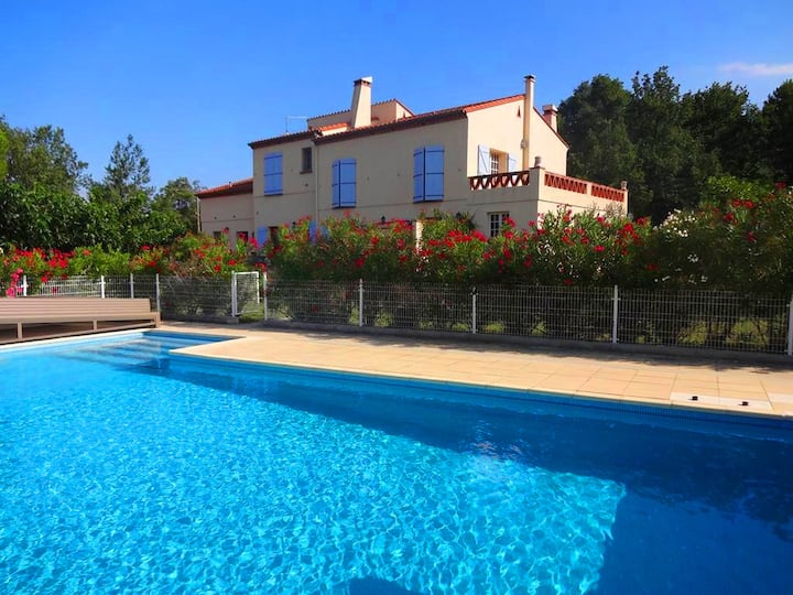 Ceret - Elegant Villa with Pool & Tennis Court