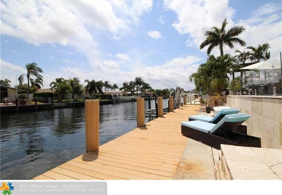 80 foot dock space for boat with lift