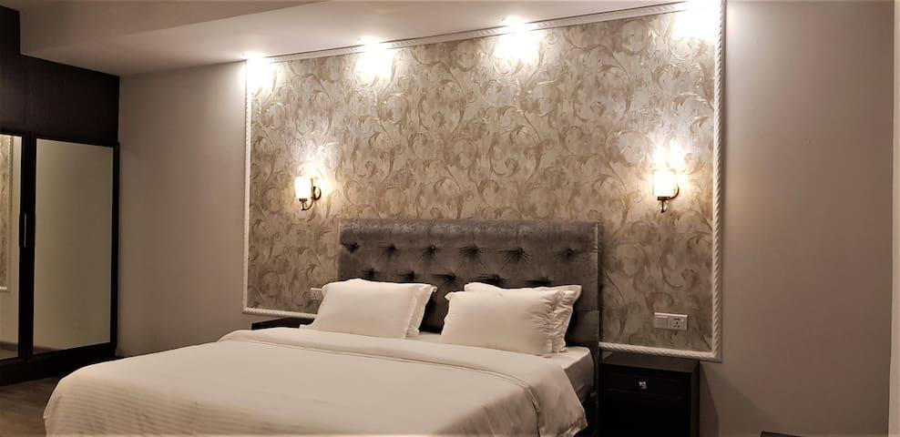 Hotel Green Court 300