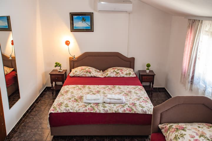 Triple room near beach