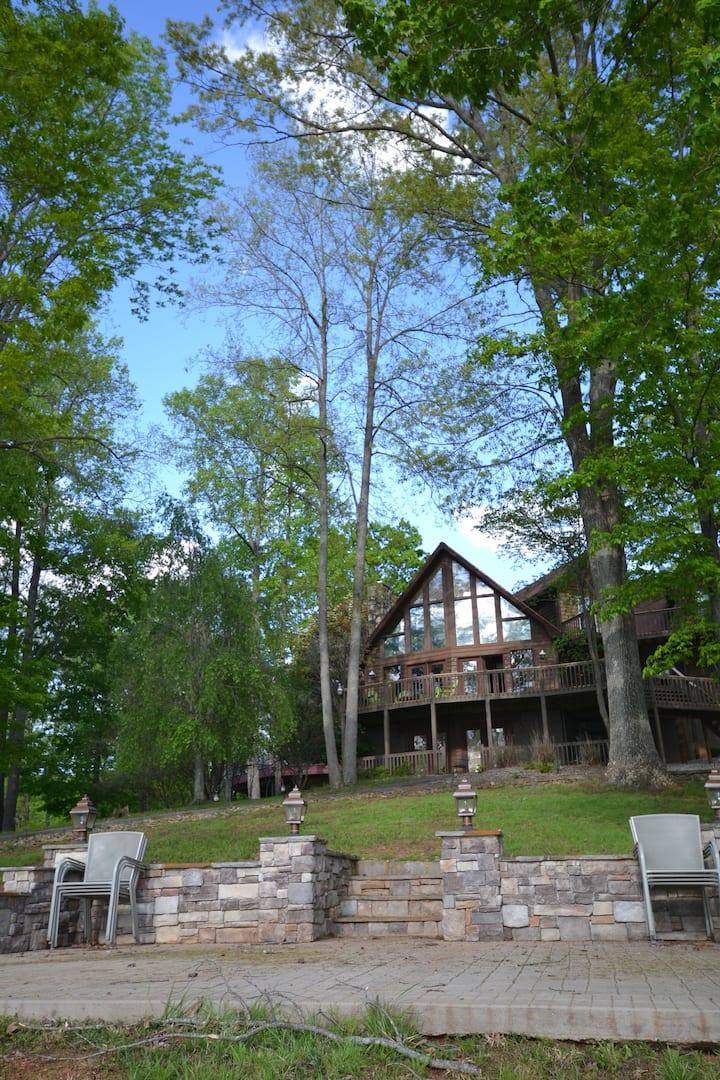 Spacious Lakefront House on Norris Lake
