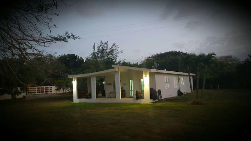 Beach House at P.R. North Shore - Arecibo - House