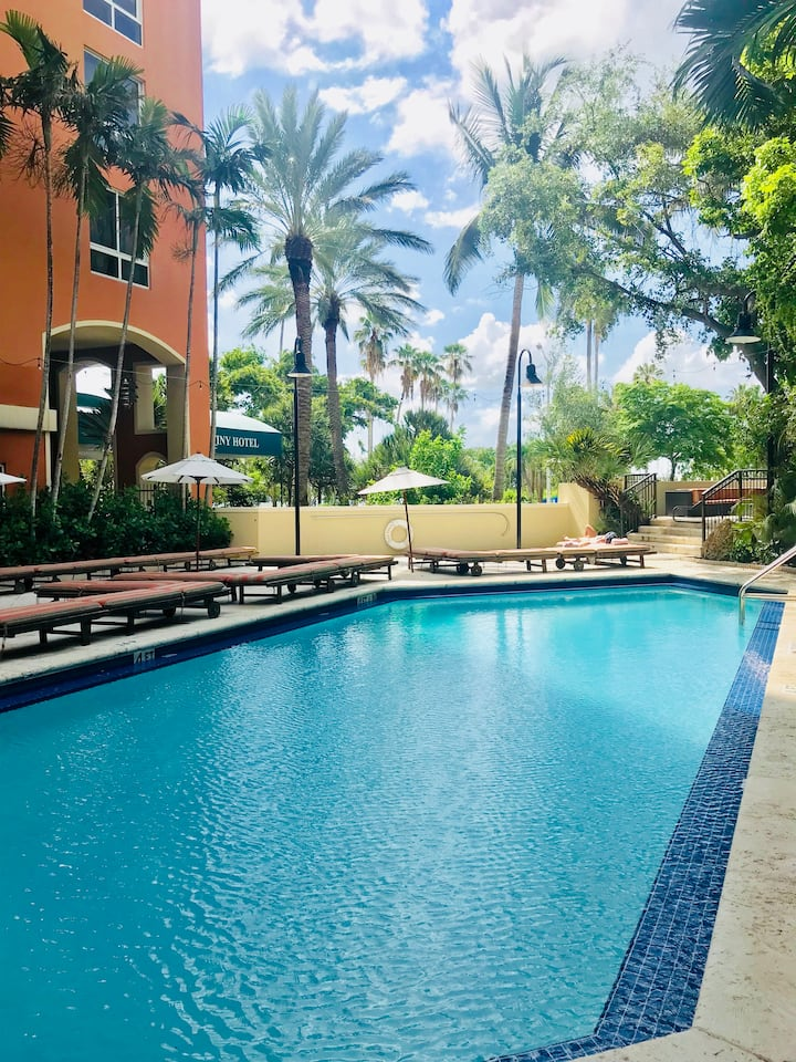 Tropical paradise at Coconut Grove Luxury Hotel