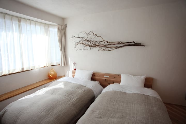 【Twin Bed Room】(Private bath and toilet)