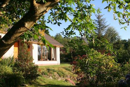 Cnoc Aluinn: Spectacular house & garden - Lochcarron - Hus