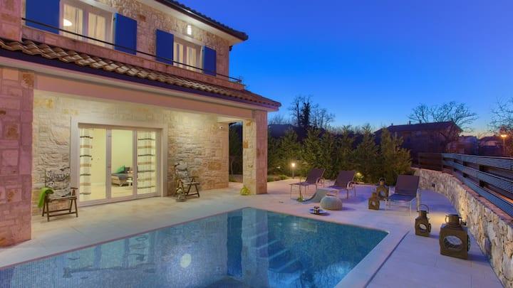 Luxury Villa Pavusi