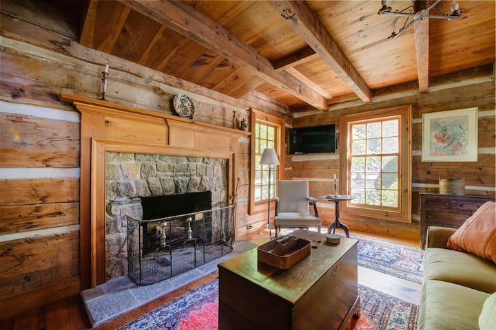 Tim`s Cabin | Cozy Cabin with Amazing View of the Blue Ridge Mountains