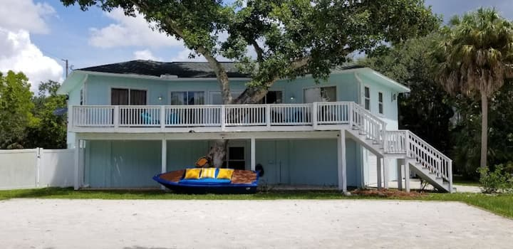 SUMMER SALE - 350FT FROM THE BEACH! - FREE WINE!