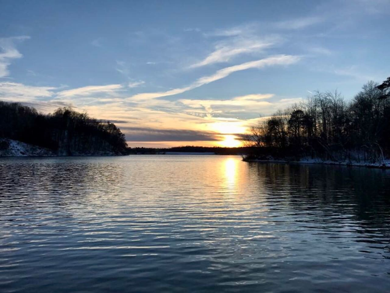 Enjoy gorgeous sunsets from this newly renovated, waterfront Guest Cottage on Lake Lookout Shoals!