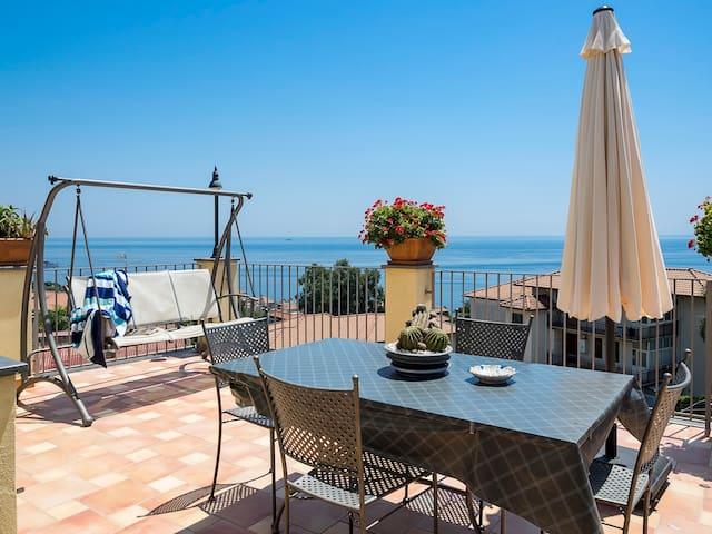 Suite avec 2 terrasses panoramiques dans Acitrezza