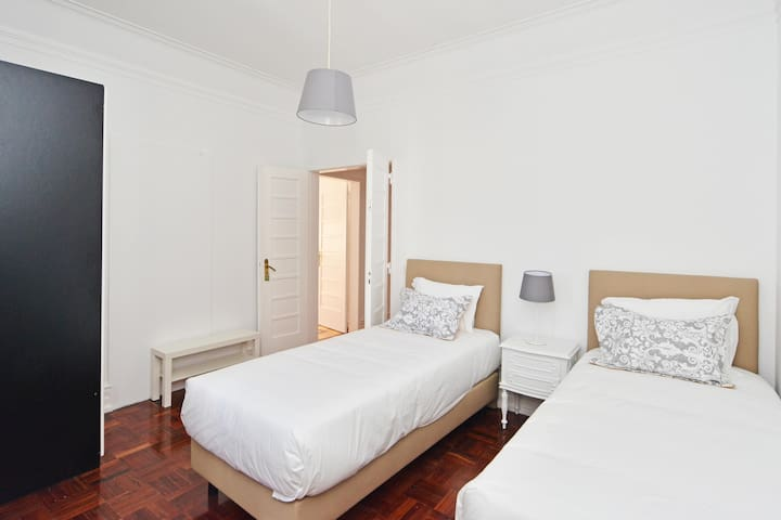 Avenida Sunny Room 5