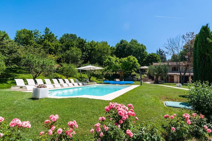Countryside Villa in  Sant'Ippolito with Swimming Pool