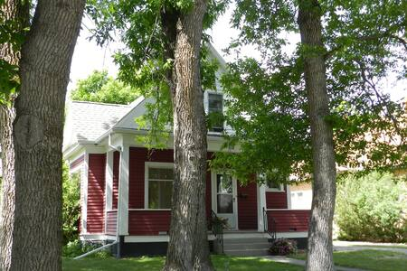 Livingston Red House - 1BR 1.5BA Near Yellowstone - Livingston