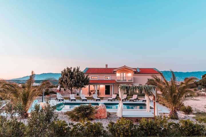 Private villa with the pool,close to zrce beach