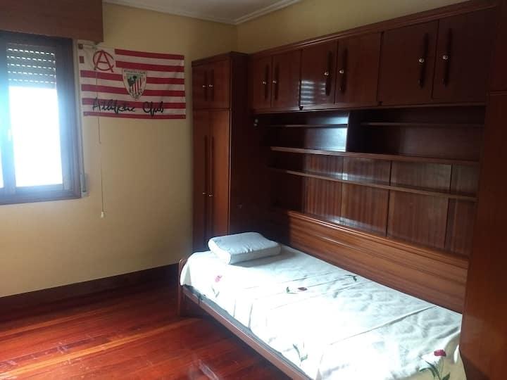 Alquilo habitación para persona tranquila.