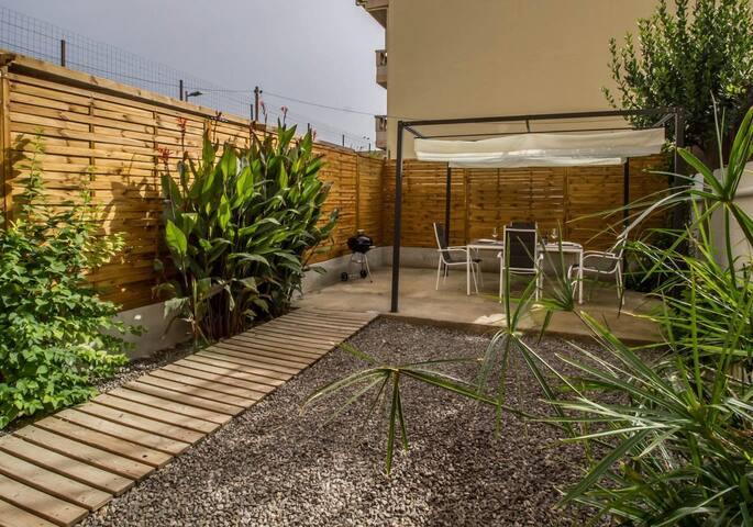 Can Buades rez de chaussée avec jardin et garage
