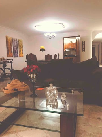 Room or Rooms in an upscale apartment in Laureles
