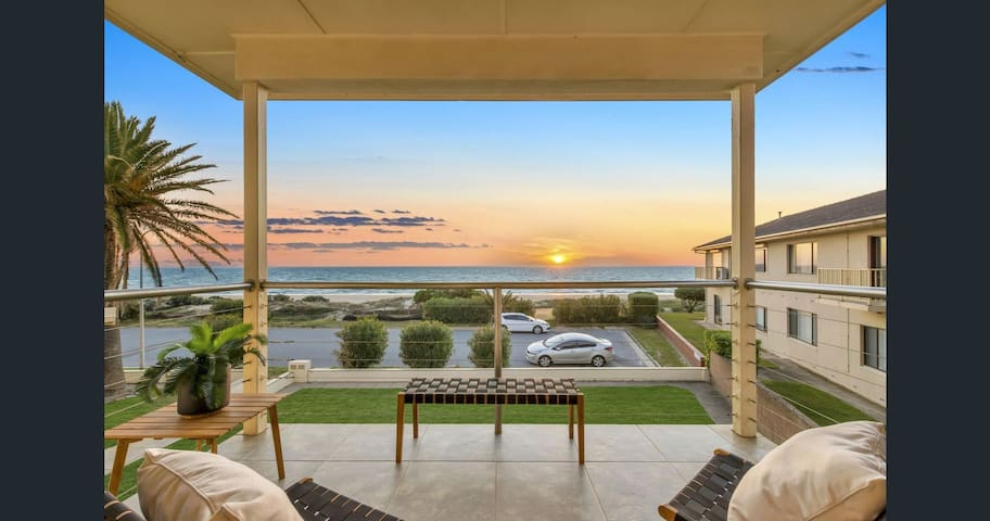 Tennyson Beachfront Unit 4