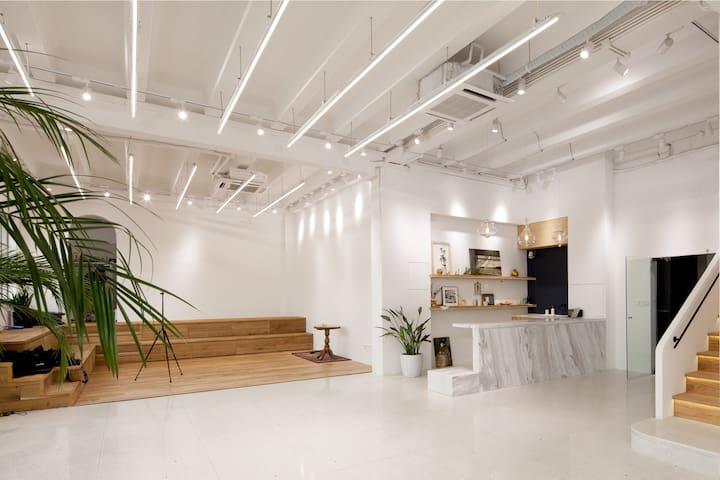 好处x拍摄聚会会议/小时单价/桃浦M50/挑高改造老厂房/白色简约 UN Gallery